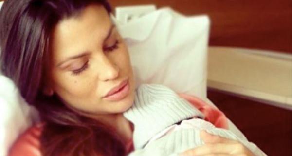"""Claudia Galanti ricorda la figlia Indila scomparsa un anno fa: """"Un anno senza di te…"""""""
