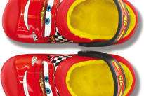 Regali di Natale per bambini: le Crocs imbottite dedicate a Cars