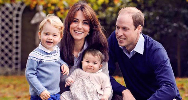 Royal Family: la foto di Natale di William, Kate, George e Charlotte