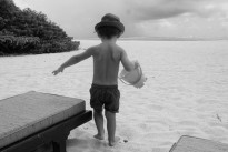 Belen e Stefano addio per sempre: la Rodriguez in vacanza alle Mauritius con Santiago