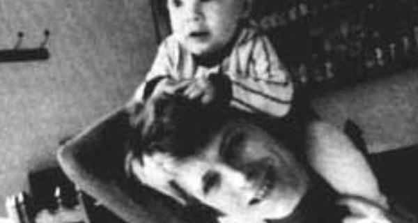 Duncan Jones ricorda la morte del padre David Bowie con una foto che ha commosso il web