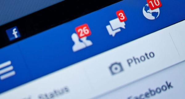La sfida delle mamme su Facebook è pericolosa: l'avvertimento della Polizia Postale