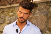 Uomini e Donne Claudio Sona scopre il segreto di Mattia e si arrabbia