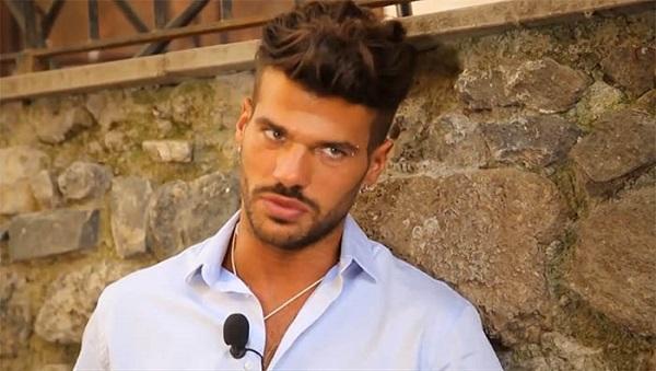 Uomini e Donne Claudio Sona scopre il regreto di Mattia e si arrabbia