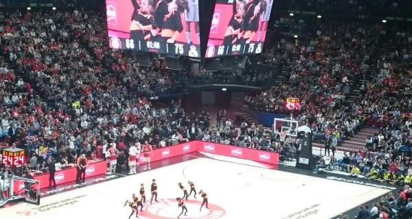 MC GROOVY KIDZ i bimbi ballano per il basket EA7 OLIMPIA MILANO VS REAL MADRID