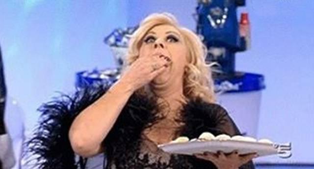 Tina Cipollari accusata di essere grassa e di non fare niente per dimagrire