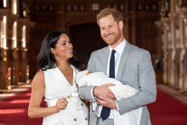 Harry & Meghan genitori non più reali e la saga della loro vita