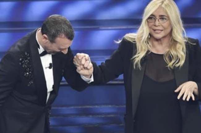 Zia Mara Venier a Sanremo 2020 ha indossato un abito chic